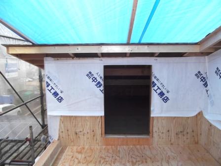 「丘に建つ回遊ウッドデッキの家」木工事_f0170331_1027132.jpg