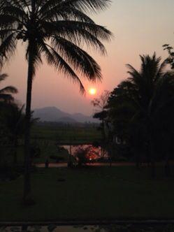 ルアンプランバンの夕陽_e0134337_2261585.jpg