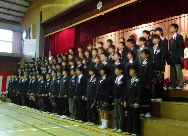 市立小学校卒業式_f0059673_18375817.jpg