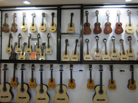 Alegre Guitars 工場_e0220089_101555100.jpg