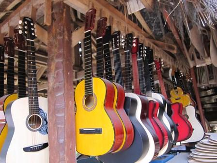 Alegre Guitars 工場_e0220089_1015596.jpg