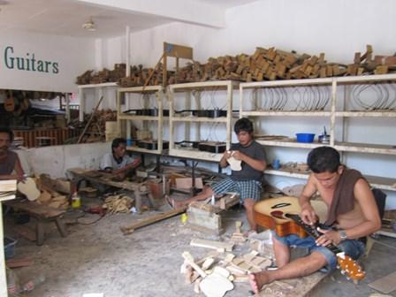 Alegre Guitars 工場_e0220089_1016291.jpg