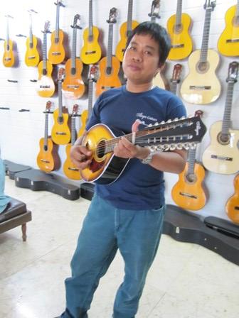 Alegre Guitars 工場_e0220089_1016830.jpg