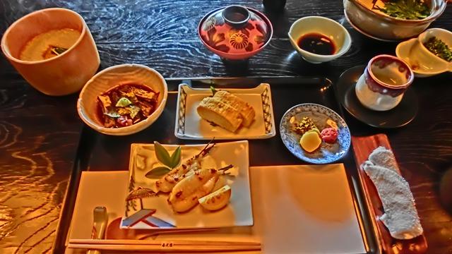 武家屋敷の庭園「春光園」、臼杵の地魚料理・ふぐ料理は春光園、御宿料亭春光園、藤田八束臼杵石仏を訪ねて_d0181492_22374248.jpg