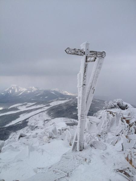 山の楽しさは晴ればかりじゃない-強風の東天狗岳_c0177814_17135796.jpg