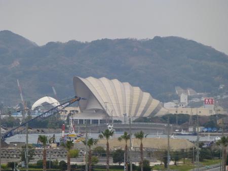 なにこれ珍百景シリーズ  シドニーのオペラハウスを淡路で見る_b0011584_82937.jpg