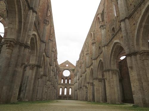 ガイドブックに載っていない場所ーサンガルガーノ修道院_c0179785_1654774.jpg