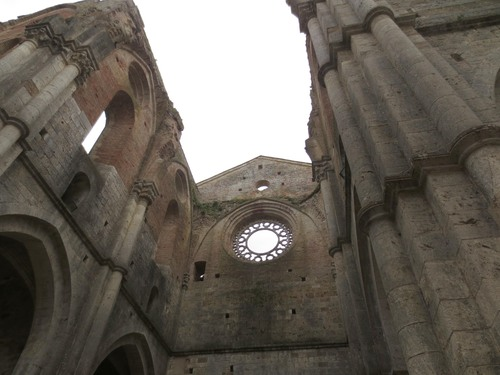 ガイドブックに載っていない場所ーサンガルガーノ修道院_c0179785_16572631.jpg