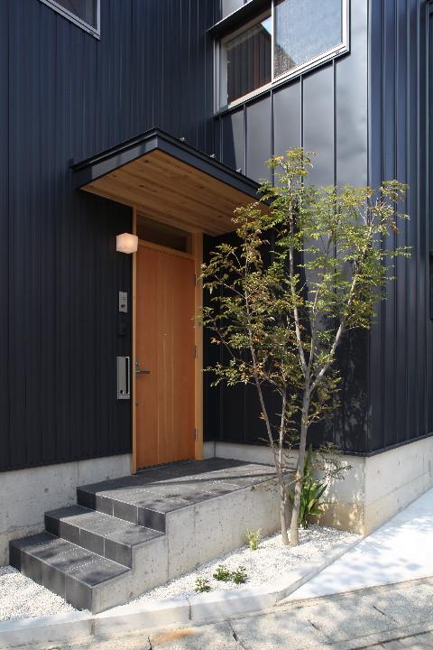 桜並木を眺める小さな家_b0179213_18561824.jpg