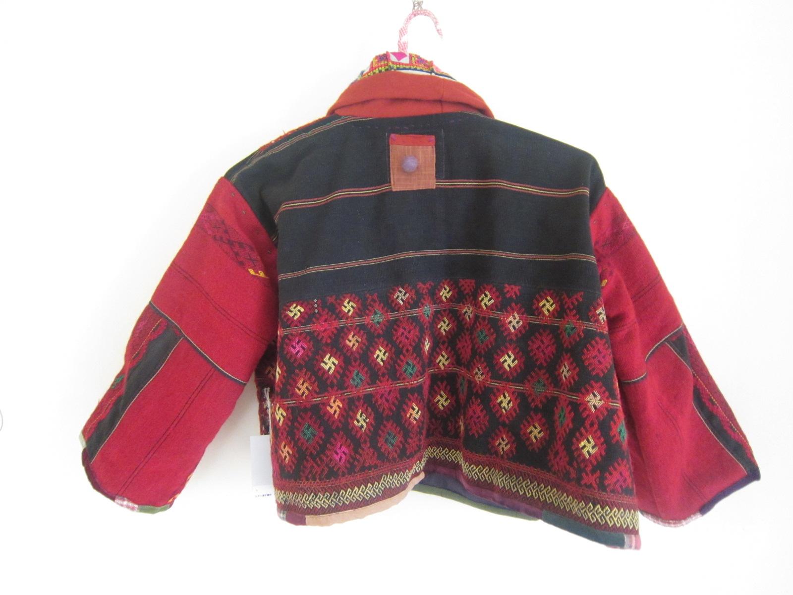 カチン族赤のジャケット。_b0207631_10212056.jpg