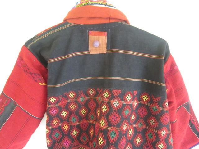 カチン族赤のジャケット。_b0207631_10215430.jpg