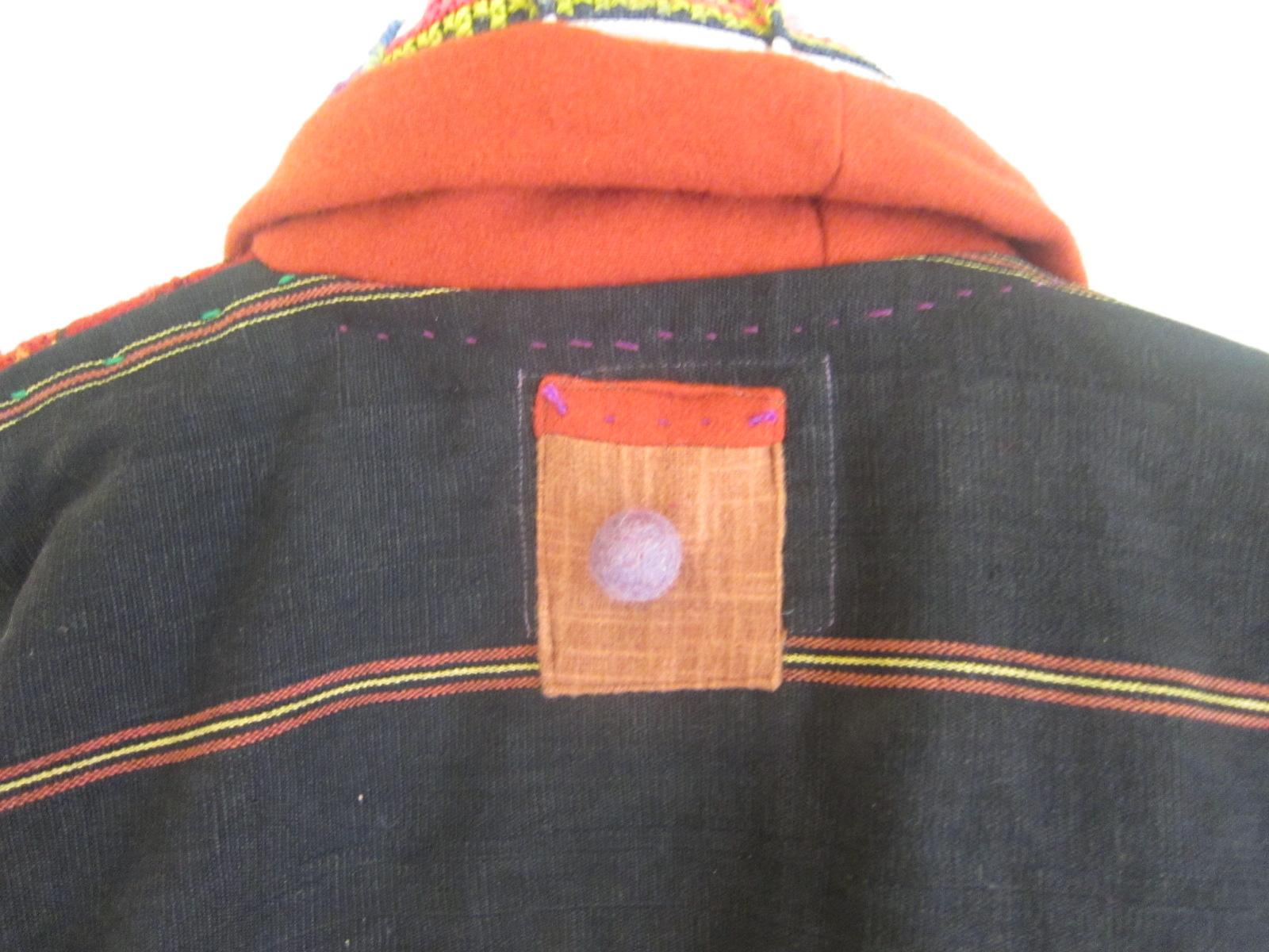 カチン族赤のジャケット。_b0207631_1023484.jpg