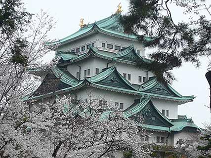 桜舞う、お城ツアーに参加しました_d0020309_16551391.jpg