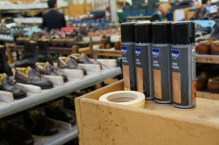 英国クロケット&ジョーンズの工場にて_b0226322_18552684.jpg
