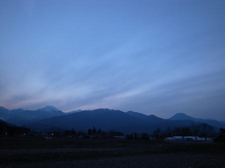 夕暮れの陽が延びて_a0014840_0485442.jpg