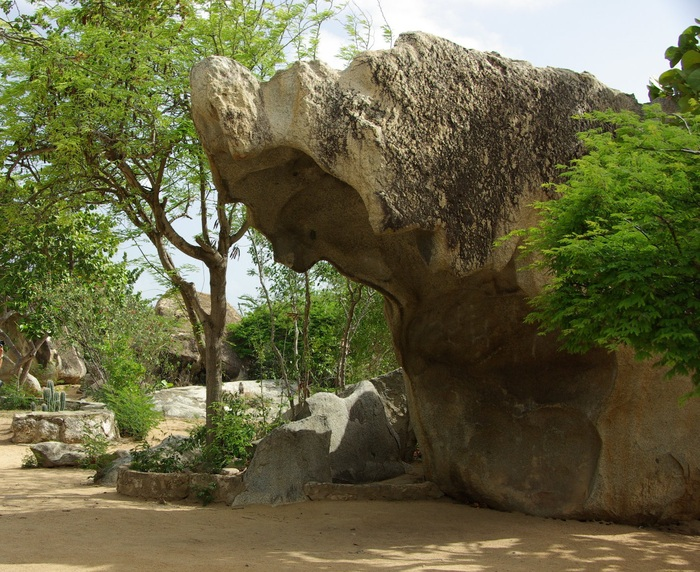オランダ領アンティール諸島アルーバ-2奇岩群&チャペル  Antilles Aruba-2 Chapel & Rock Formations_e0140365_0593537.jpg