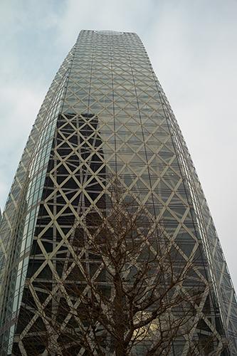 西新宿での打合せの帰路、このビルを見るといつも写真を撮りたくなる!_b0194208_2042362.jpg