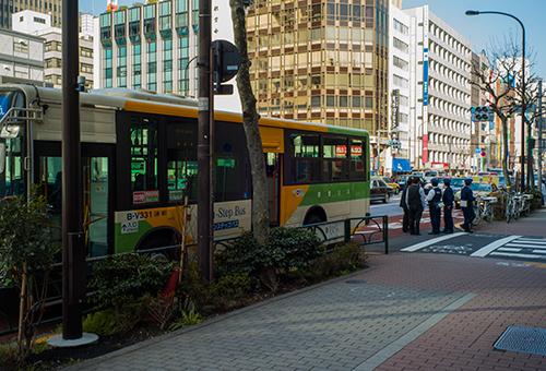 バスを待っていたら目の前でバスが事故った!_b0194208_2103916.jpg