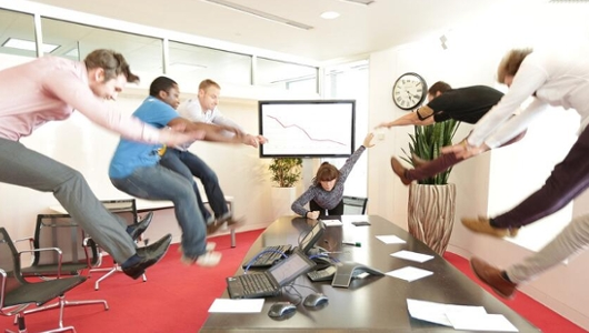 日本の女子高生の「吹っ飛び画像」が波動拳として突如アメリカでブームに?! #Hadouken_b0007805_8231620.jpg