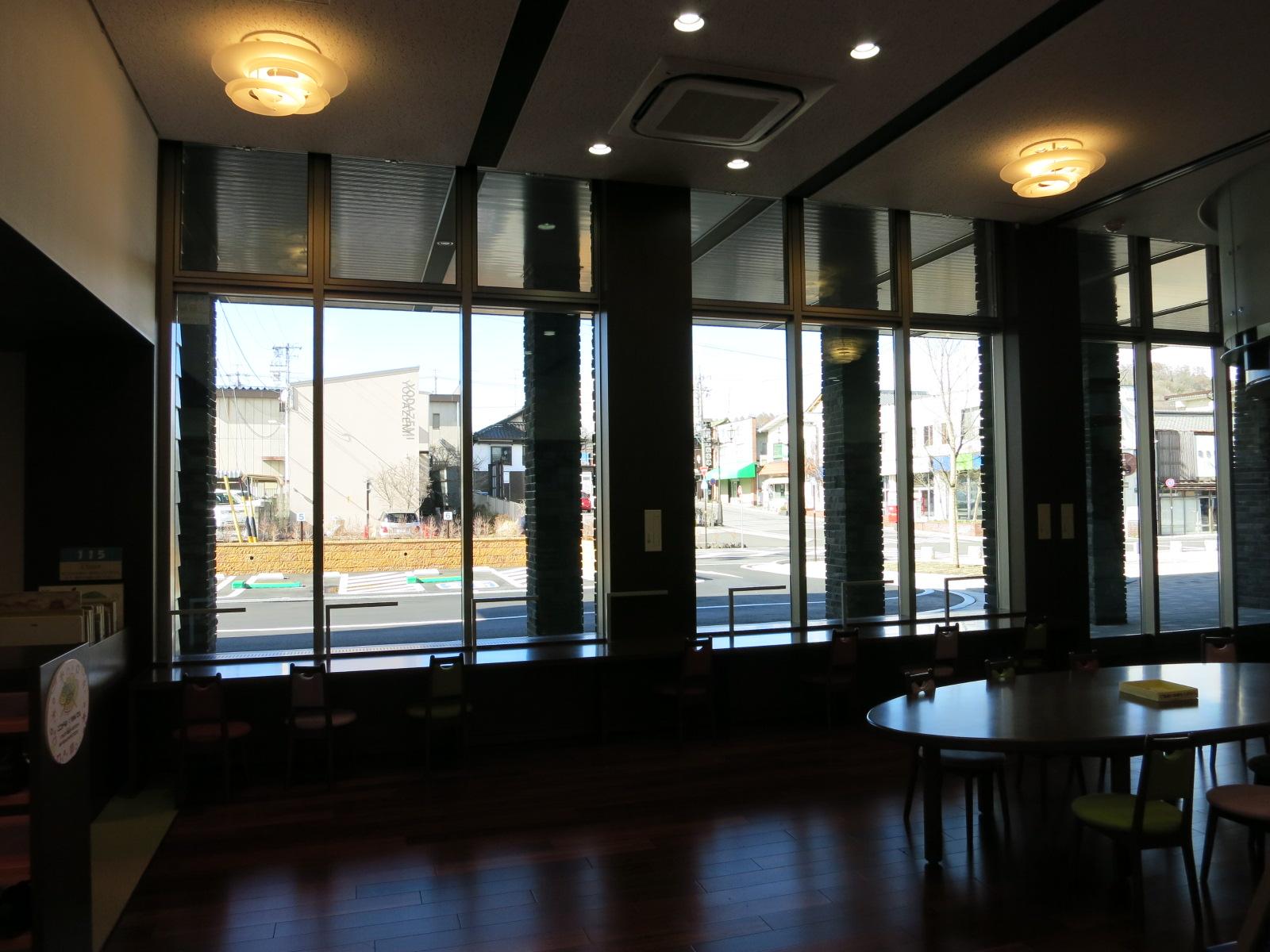 軽井沢町立 中軽井沢図書館[くつかけテラス内]_f0236260_227438.jpg