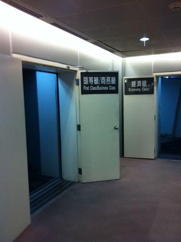 旅日記 香港 2011SEP 11  CI106 TPE-NRT_f0059796_23305747.jpg