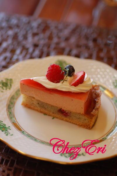 テーマは苺を使った可愛らしいお菓子_a0160955_19242311.jpg