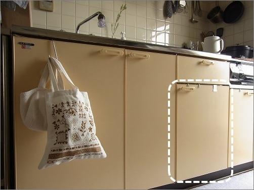 【 古いキッチンでは扉裏を味方につける! 】_c0199166_23334565.jpg
