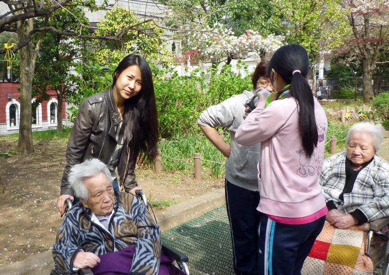 東京漢語角の仲間、車椅子介助ボランティアに参加_d0027795_18302050.jpg