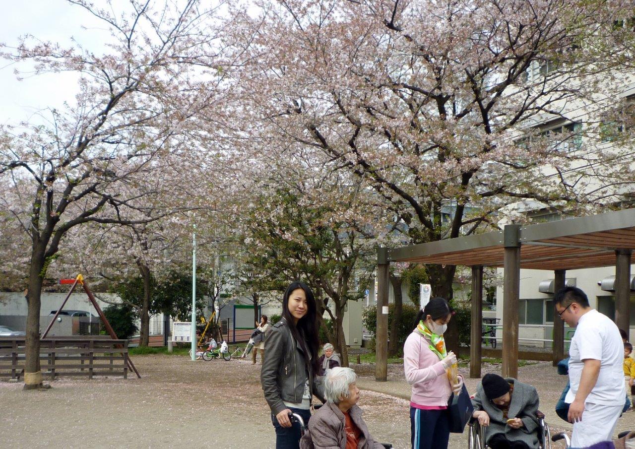 東京漢語角の仲間、車椅子介助ボランティアに参加_d0027795_1830289.jpg