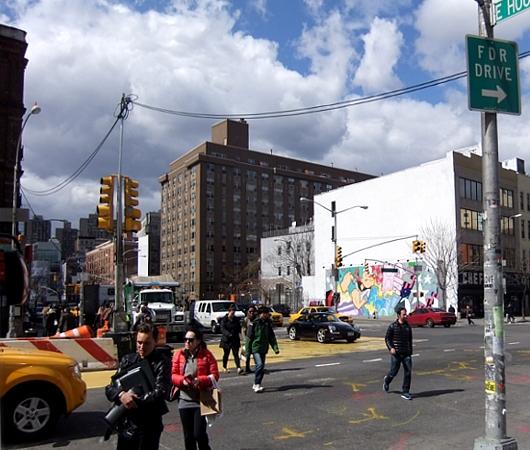 NYの街角アート、お馴染みのバウリー壁画は今ポパイ_b0007805_183385.jpg