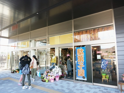 個性的なチャレンジショップ@中軽井沢駅・くつかけテラス_f0236260_1346468.jpg