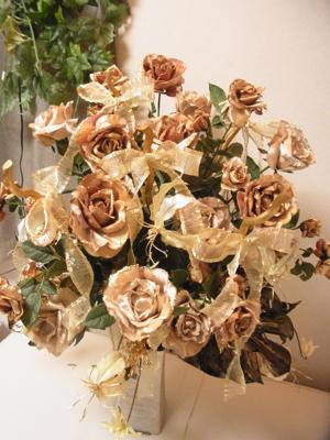 ゴールドのバラで............(造花アーティフィシャルフラワー)_e0149863_162144.jpg