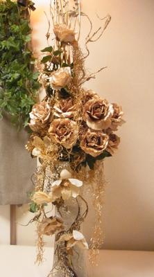 ゴールドのバラで............(造花アーティフィシャルフラワー)_e0149863_16527.jpg