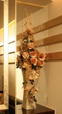 ゴールドのバラで............(造花アーティフィシャルフラワー)_e0149863_165535.jpg