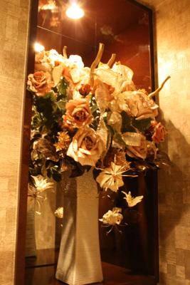 ゴールドのバラで............(造花アーティフィシャルフラワー)_e0149863_171179.jpg