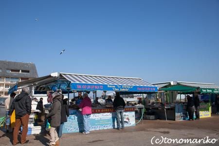 海沿いのマルシェの魚たち_c0024345_4535224.jpg