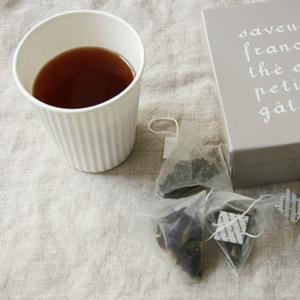 四角い紅茶缶_f0038600_22242954.jpg