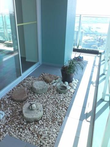 タワーマンション48階の空中庭園_e0128024_13373826.jpg