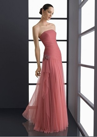 Scegliete abiti da damigella rosa per rendere il matrimonio più ... e7f89723c2d