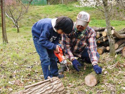 原木しいたけのコマ打ち作業やってみました(株式会社旬援隊編その2)_a0254656_1911336.jpg