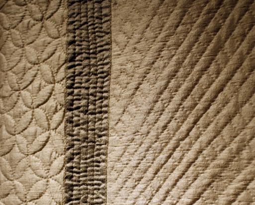 塚田純子古布遺作展はすばらしい、布に顔を近づけると音楽が聞こえる。_d0178448_1602628.jpg