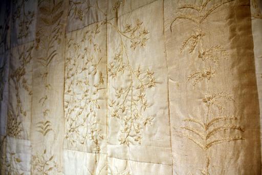 塚田純子古布遺作展はすばらしい、布に顔を近づけると音楽が聞こえる。_d0178448_1611561.jpg