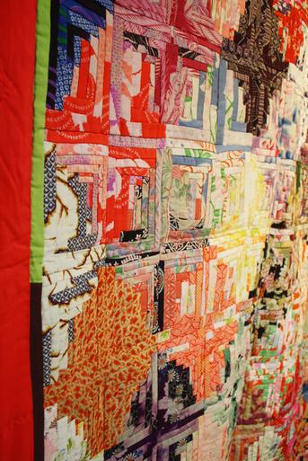塚田純子古布遺作展はすばらしい、布に顔を近づけると音楽が聞こえる。_d0178448_1612292.jpg