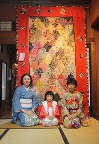 塚田純子古布遺作展はすばらしい、布に顔を近づけると音楽が聞こえる。_d0178448_16939.jpg