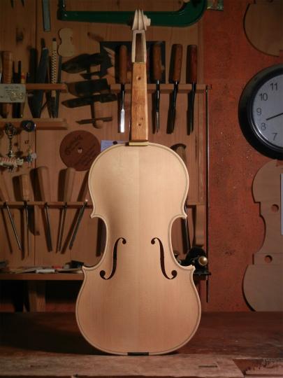 ホワイトヴァイオリンと、ホームズベア_d0047461_4175599.jpg