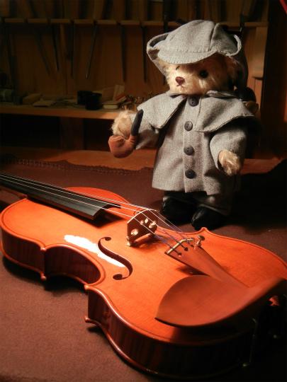ホワイトヴァイオリンと、ホームズベア_d0047461_5464158.jpg