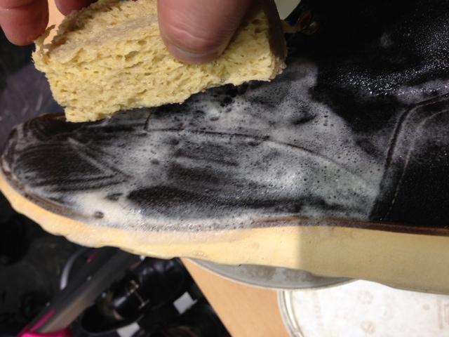 スエードの靴を洗う!_b0226322_1793386.jpg