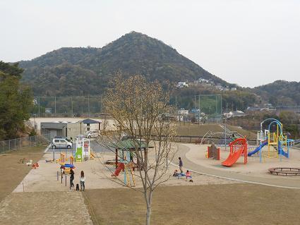 安登公園に子どもの歓声_e0175370_951815.jpg