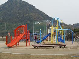 安登公園に子どもの歓声_e0175370_9522221.jpg