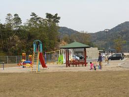 安登公園に子どもの歓声_e0175370_9525851.jpg